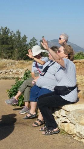 תגלית המעיין 2 מתפללים לבטחון בגבול הצפון